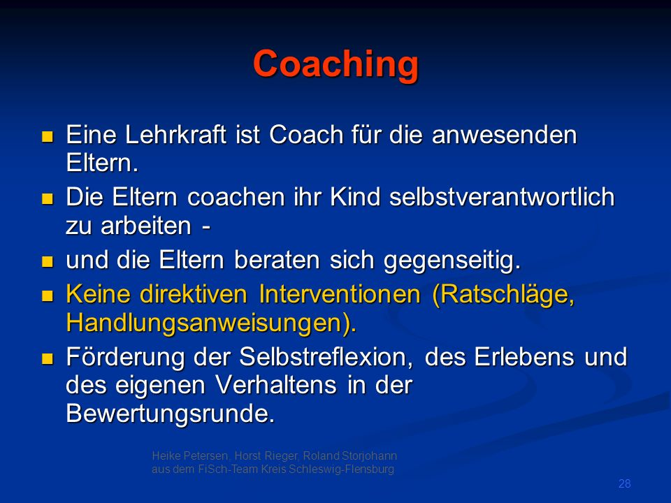 Coaching Eine Lehrkraft ist Coach für die anwesenden Eltern.