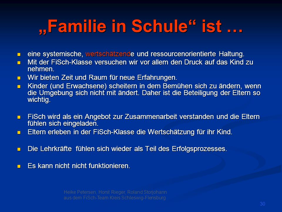 """Familie in Schule ist …"