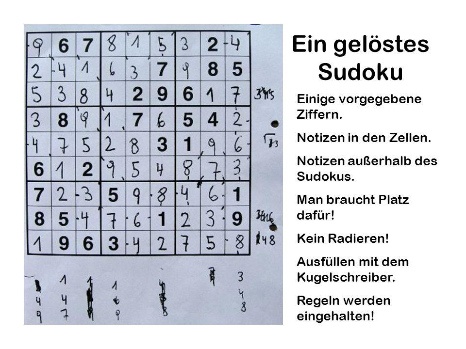 Ein gelöstes Sudoku Einige vorgegebene Ziffern. Notizen in den Zellen.