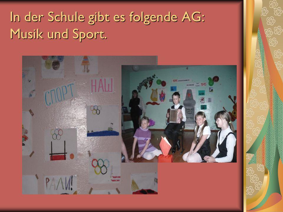 In der Schule gibt es folgende AG: Musik und Sport.