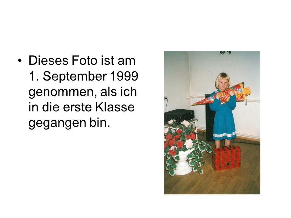 Dieses Foto ist am 1. September 1999 genommen, als ich in die erste Klasse gegangen bin.