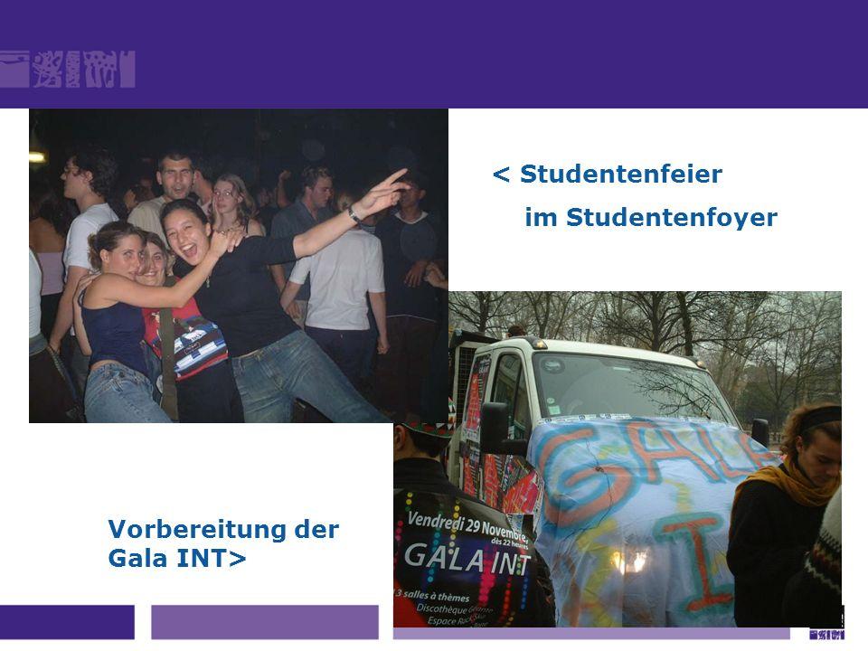 < Studentenfeier im Studentenfoyer Vorbereitung der Gala INT>