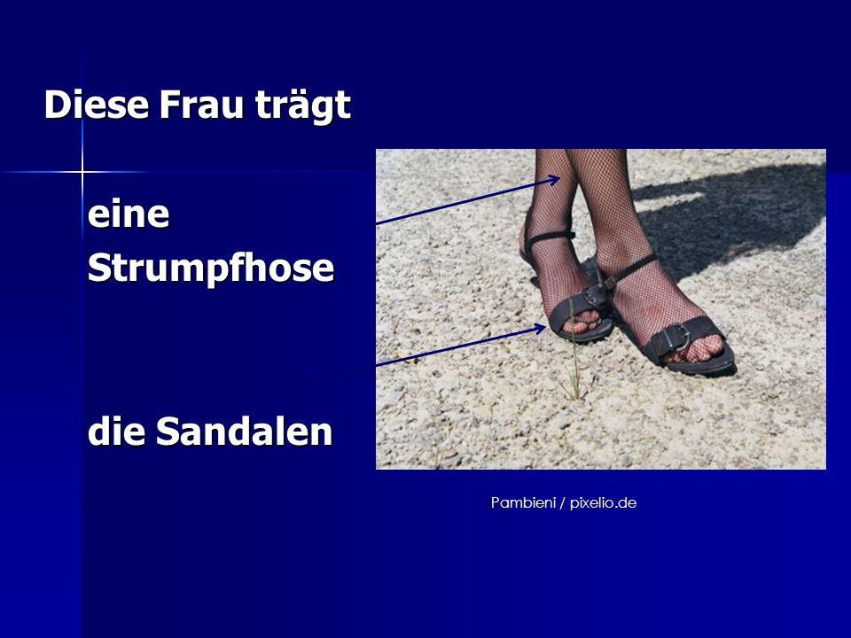 Diese Frau trägt eine Strumpfhose die Sandalen