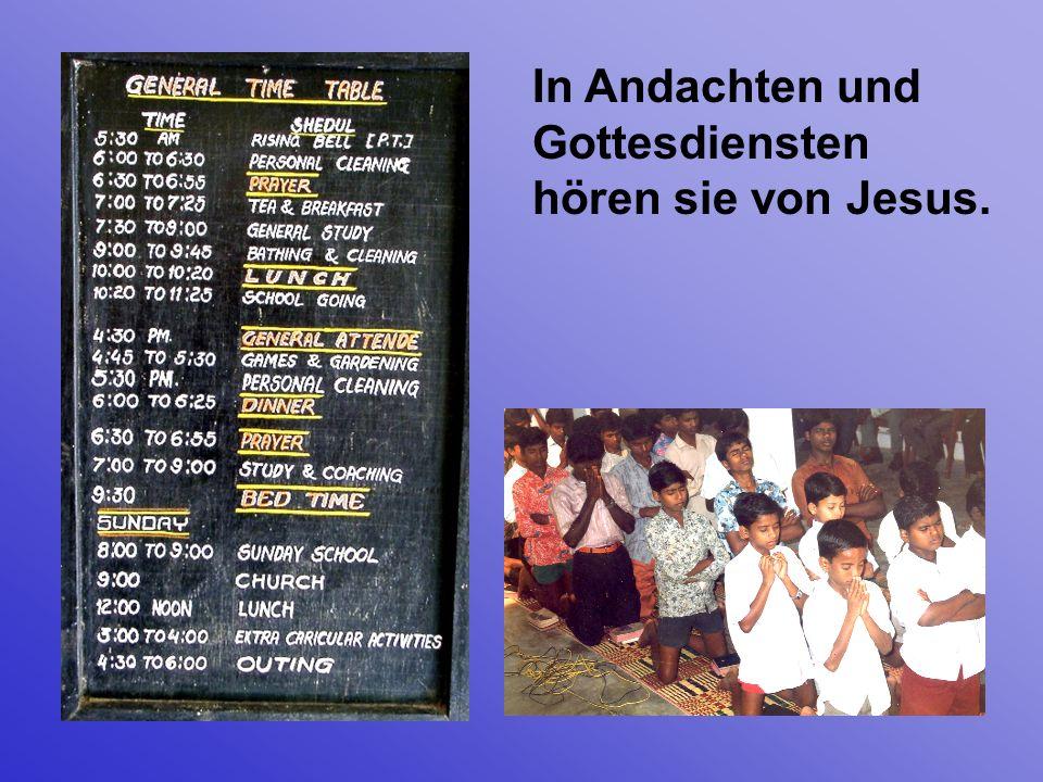 In Andachten und Gottesdiensten hören sie von Jesus.
