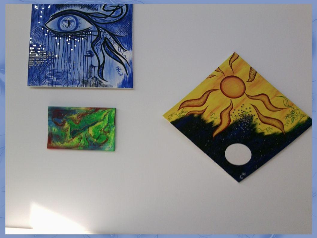 ...neben dem Eingang zum Saal: künstlerische Freiheit ...