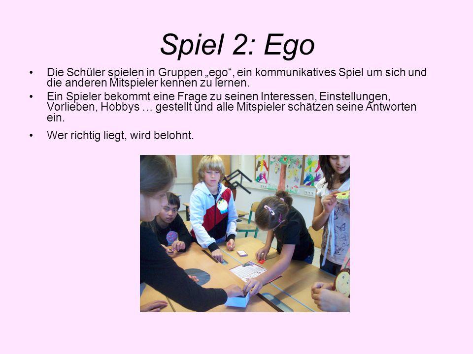 """Spiel 2: EgoDie Schüler spielen in Gruppen """"ego , ein kommunikatives Spiel um sich und die anderen Mitspieler kennen zu lernen."""