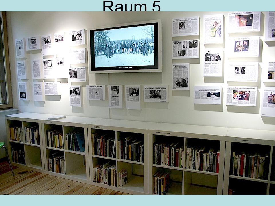 Raum 5 Wand mit Presse-Ausschnitten