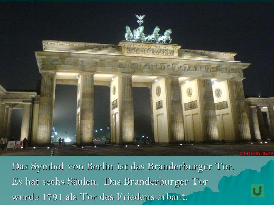 Das Symbol von Berlin ist das Branderburger Tor.