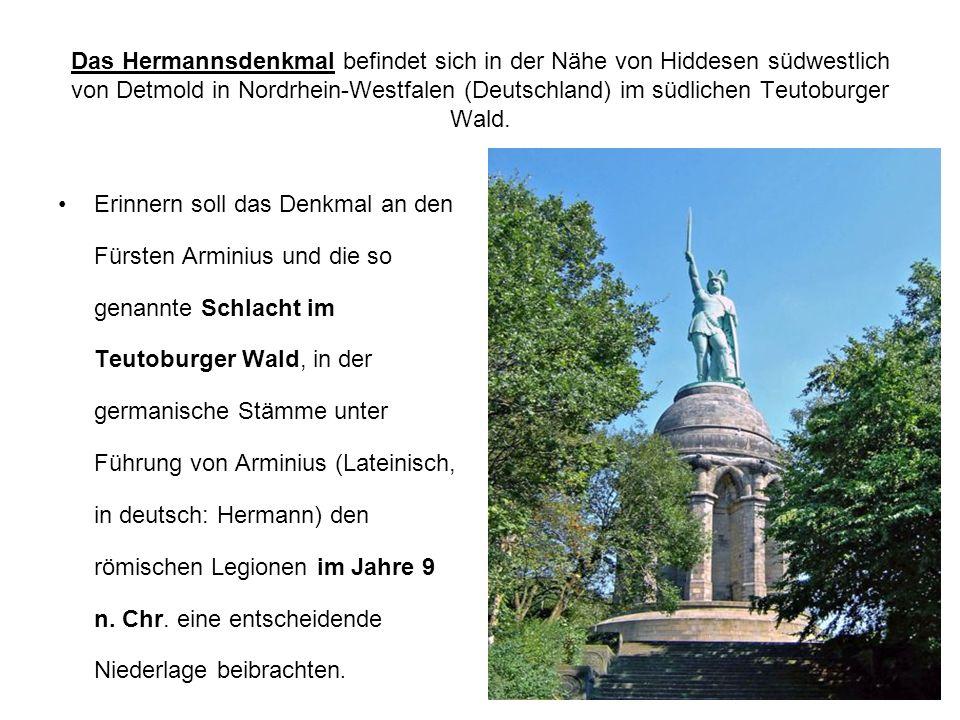 Das Hermannsdenkmal befindet sich in der Nähe von Hiddesen südwestlich von Detmold in Nordrhein-Westfalen (Deutschland) im südlichen Teutoburger Wald.