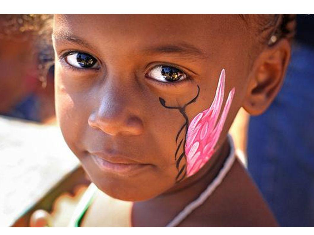 Viele Mädchen schminken sich ab und zu.