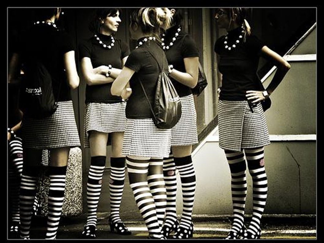 Große Mädchen tragen gern coole Strümpfe.