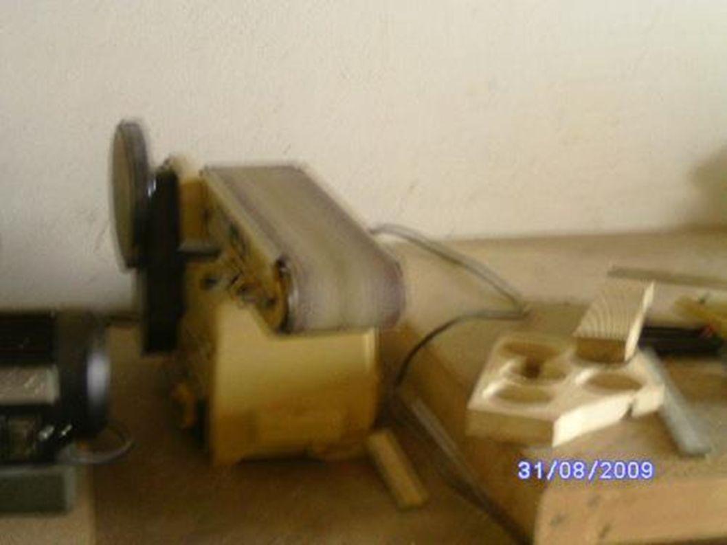 Eine Schleifmaschine wäre auch praktisch.