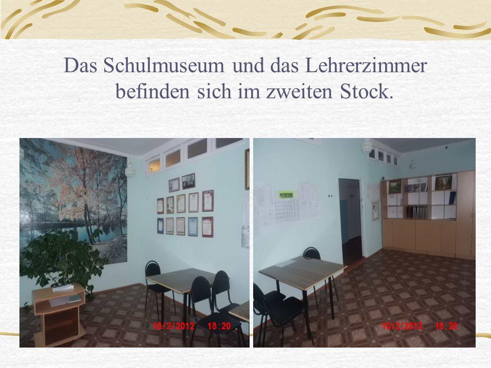 Das Schulmuseum und das Lehrerzimmer befinden sich im zweiten Stock.