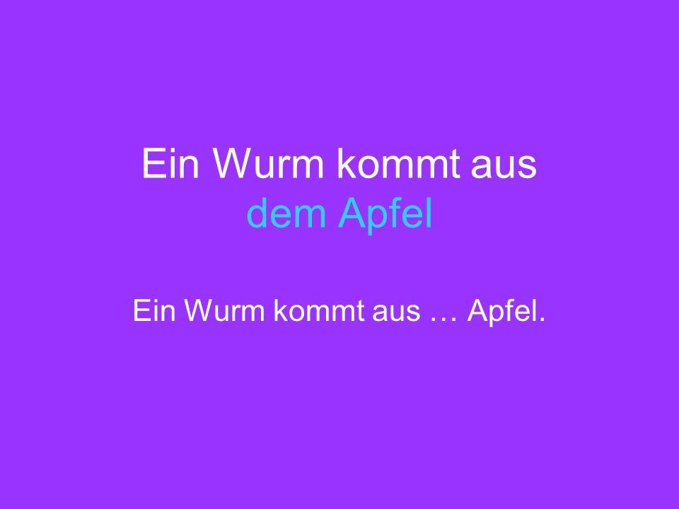 Ein Wurm kommt aus dem Apfel