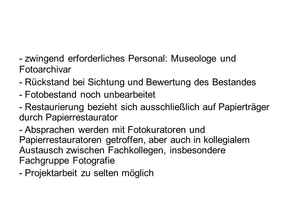 - zwingend erforderliches Personal: Museologe und Fotoarchivar