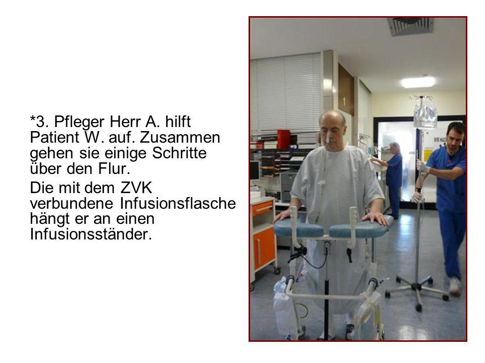 3. Pfleger Herr A. hilft Patient W. auf