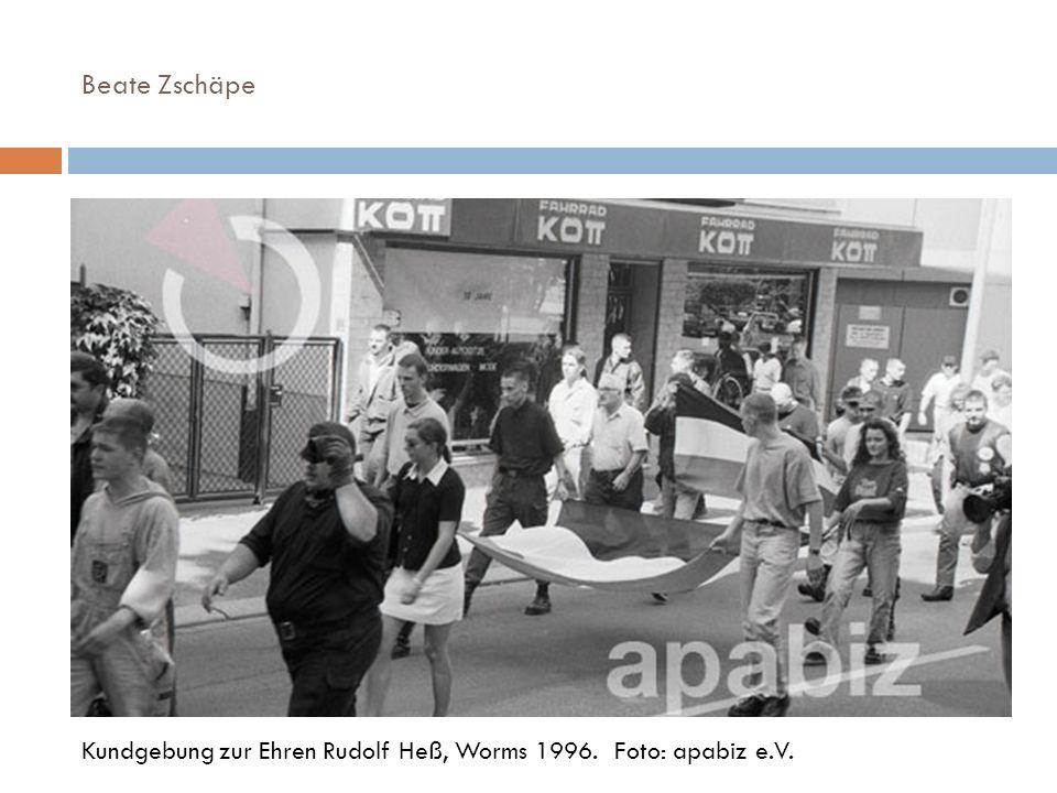 Beate Zschäpe Kundgebung zur Ehren Rudolf Heß, Worms 1996. Foto: apabiz e.V.