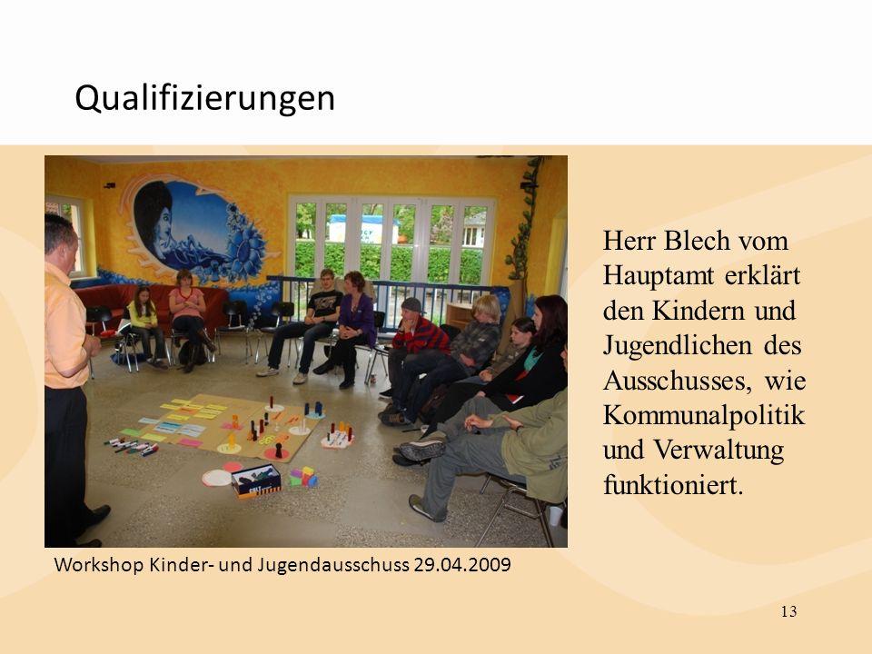 Qualifizierungen Herr Blech vom Hauptamt erklärt den Kindern und Jugendlichen des Ausschusses, wie Kommunalpolitik und Verwaltung funktioniert.