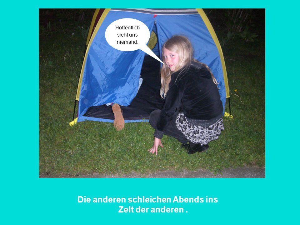 Die anderen schleichen Abends ins Zelt der anderen .
