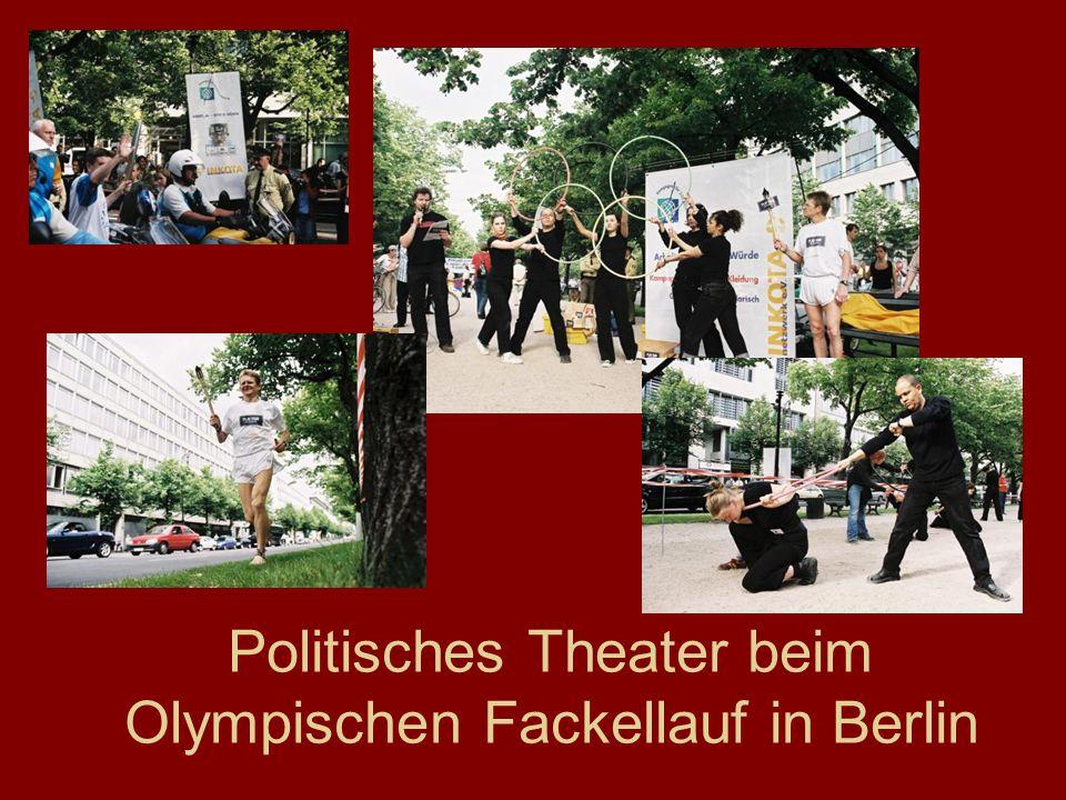 Politisches Theater beim Olympischen Fackellauf in Berlin