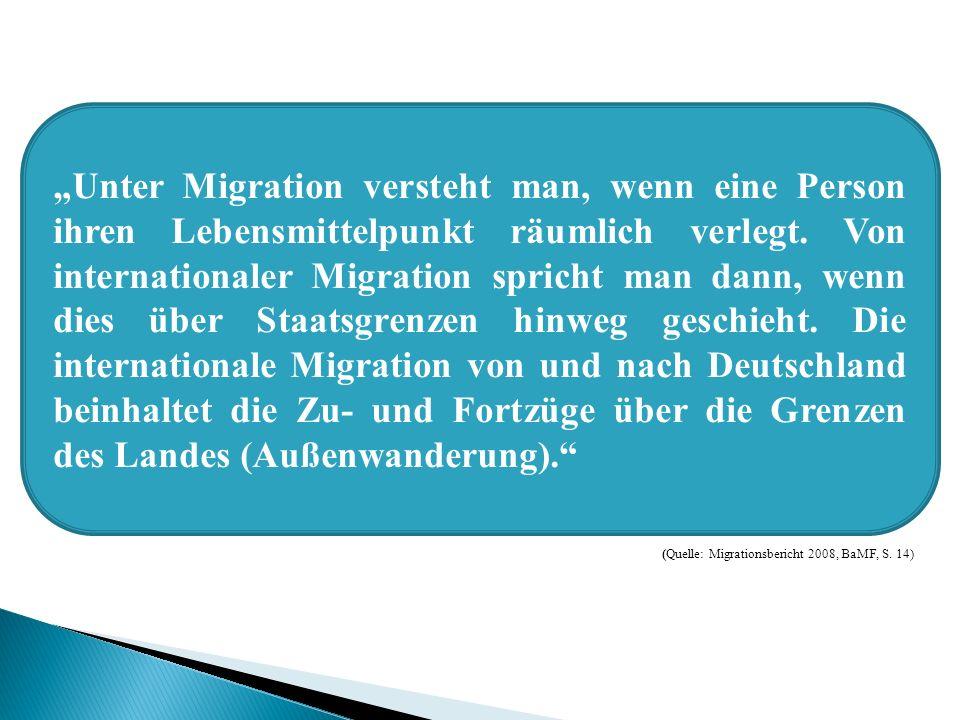 """""""Unter Migration versteht man, wenn eine Person ihren Lebensmittelpunkt räumlich verlegt. Von internationaler Migration spricht man dann, wenn dies über Staatsgrenzen hinweg geschieht. Die internationale Migration von und nach Deutschland beinhaltet die Zu- und Fortzüge über die Grenzen des Landes (Außenwanderung)."""