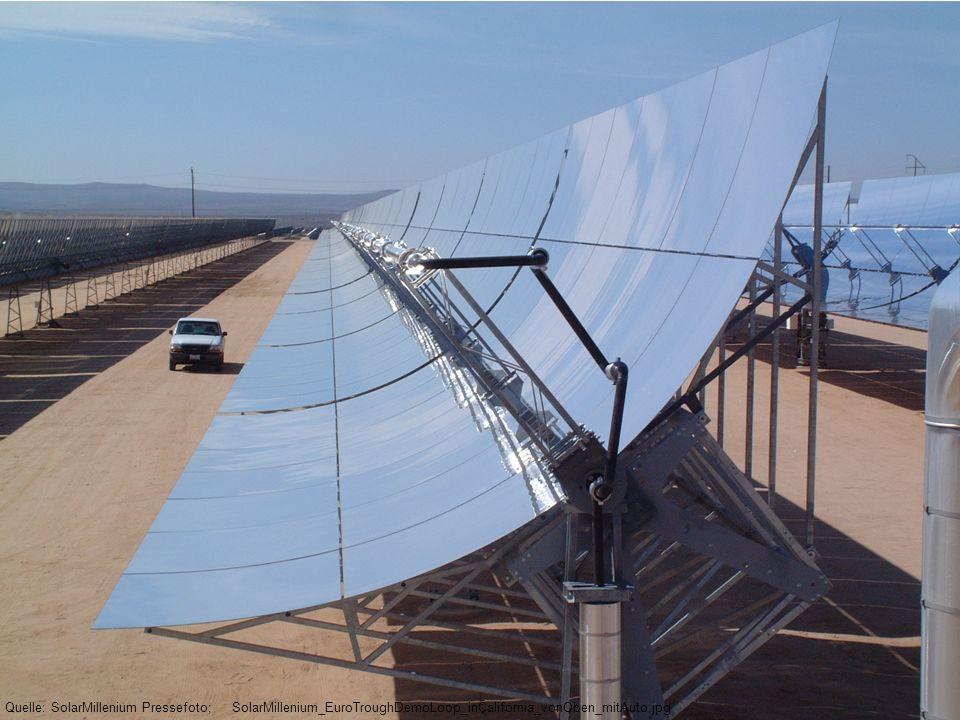 Quelle: SolarMillenium Pressefoto; SolarMillenium_EuroTroughDemoLoop_inCalifornia_vonOben_mitAuto.jpg