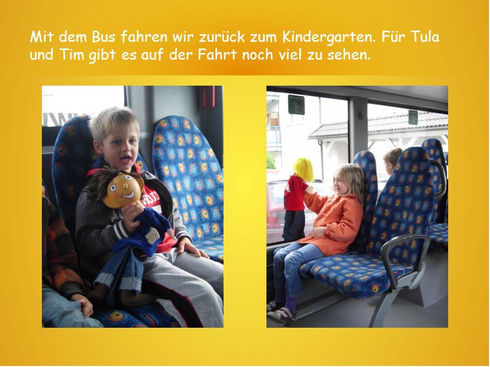 Mit dem Bus fahren wir zurück zum Kindergarten