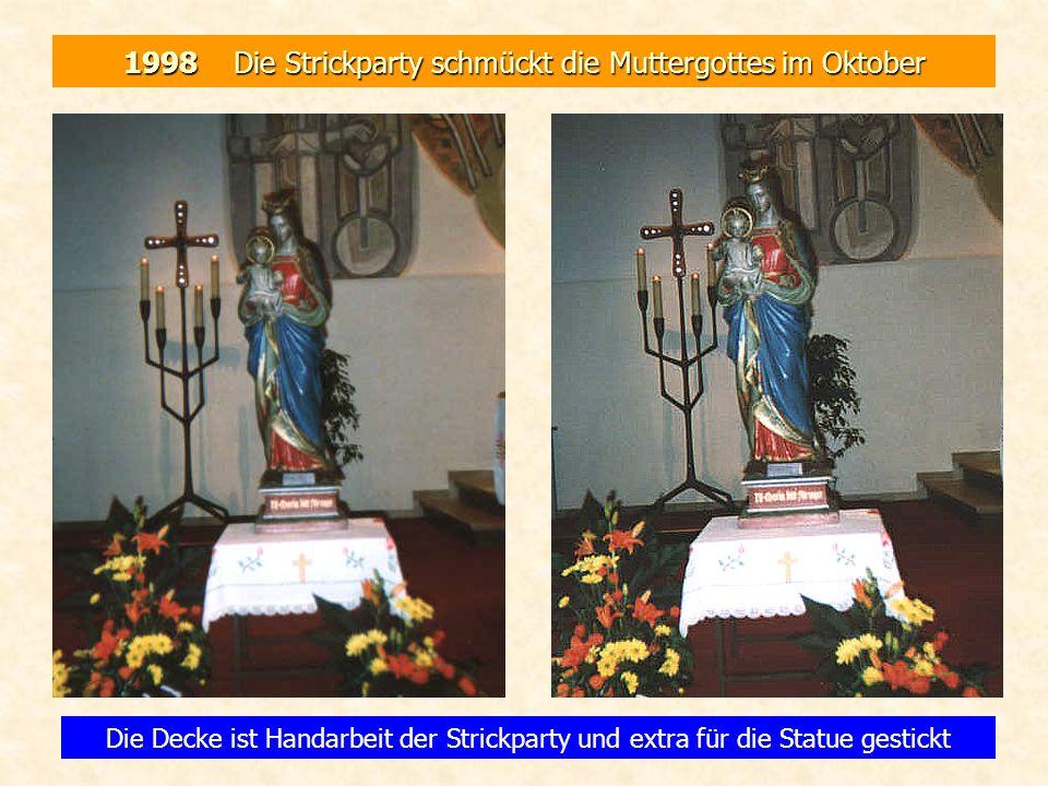 1998 Die Strickparty schmückt die Muttergottes im Oktober