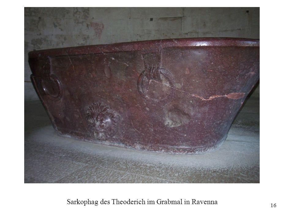 Sarkophag des Theoderich im Grabmal in Ravenna