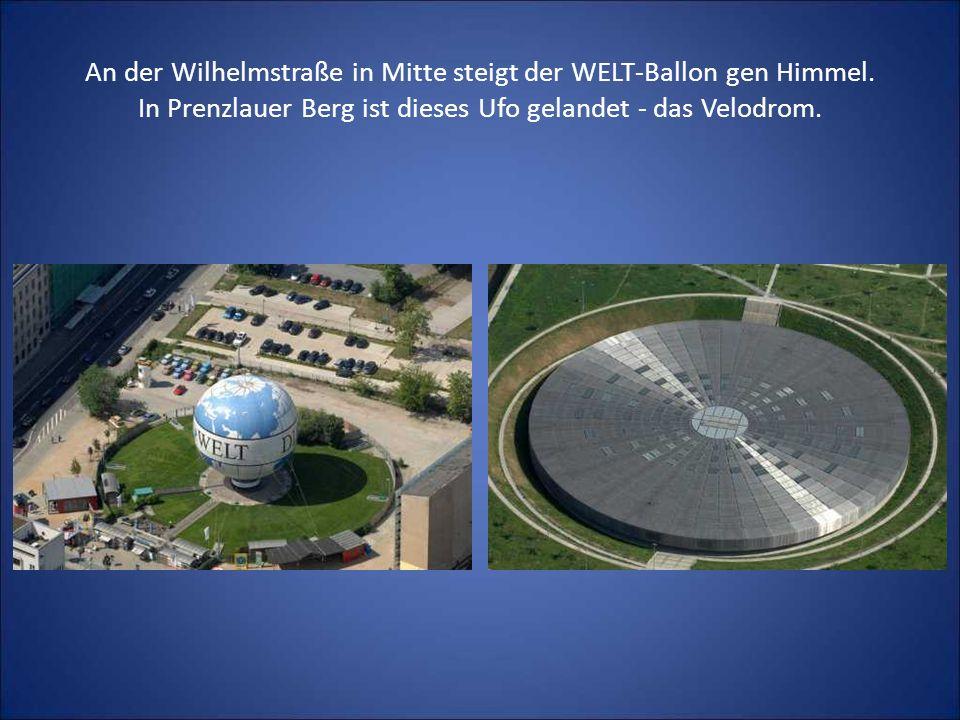 An der Wilhelmstraße in Mitte steigt der WELT-Ballon gen Himmel