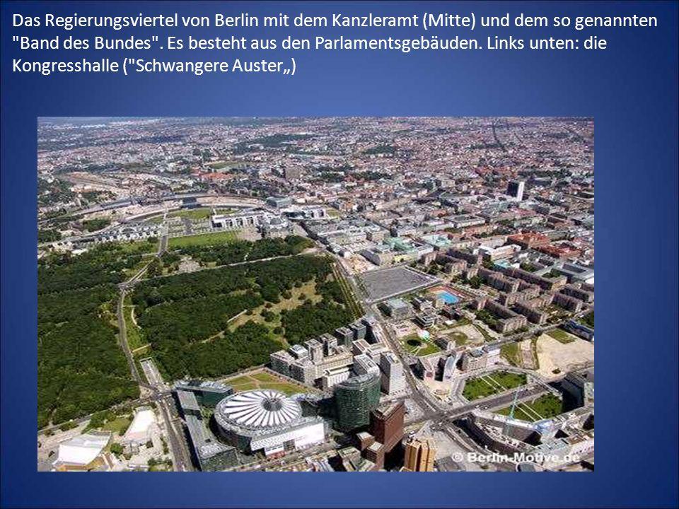 Das Regierungsviertel von Berlin mit dem Kanzleramt (Mitte) und dem so genannten Band des Bundes .