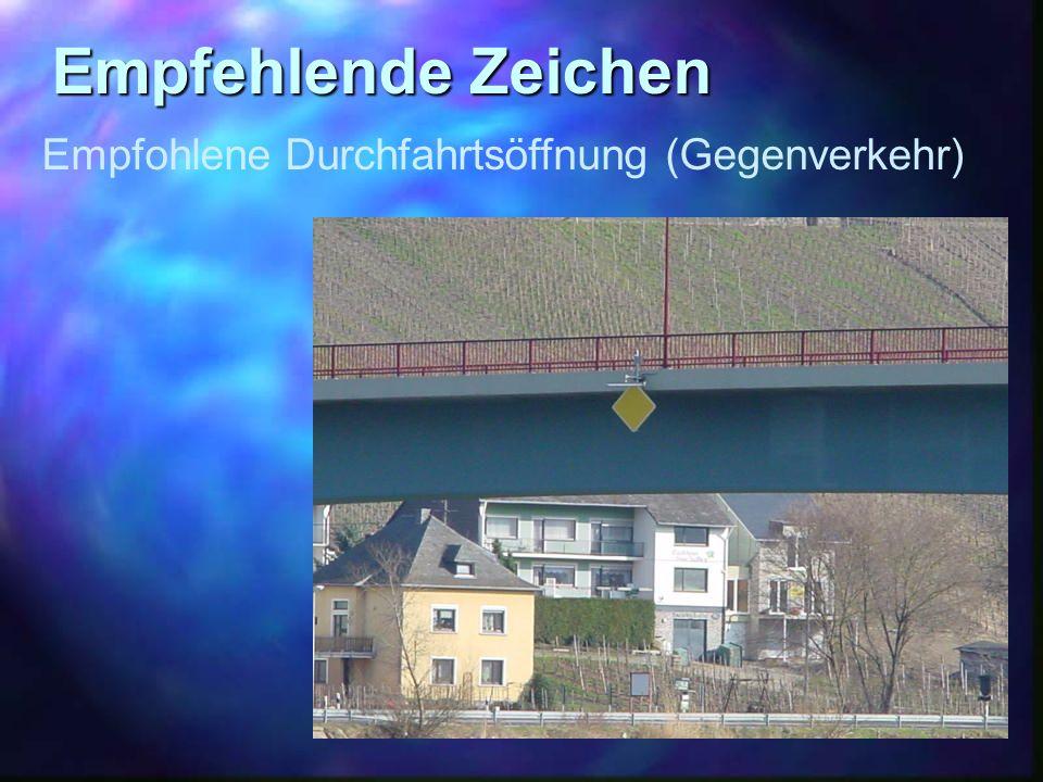 Empfehlende Zeichen Empfohlene Durchfahrtsöffnung (Gegenverkehr)