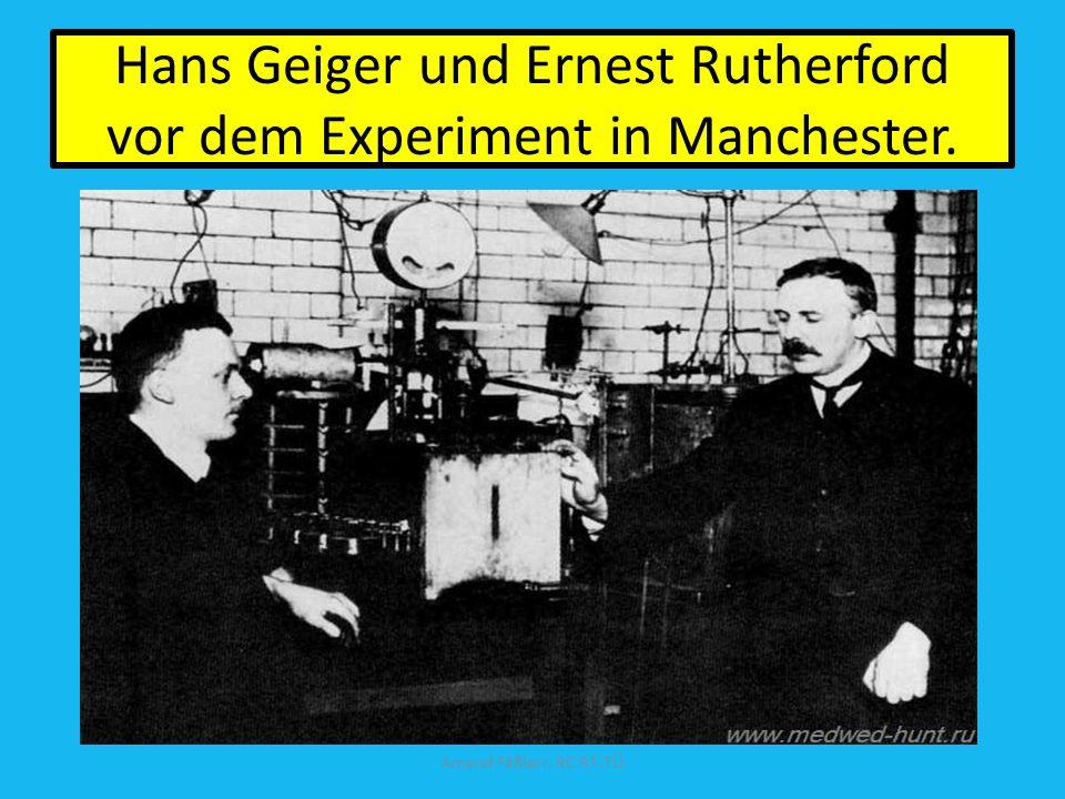 Hans Geiger und Ernest Rutherford vor dem Experiment in Manchester.