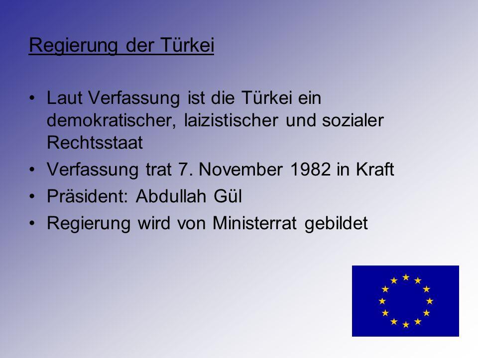 Regierung der TürkeiLaut Verfassung ist die Türkei ein demokratischer, laizistischer und sozialer Rechtsstaat.
