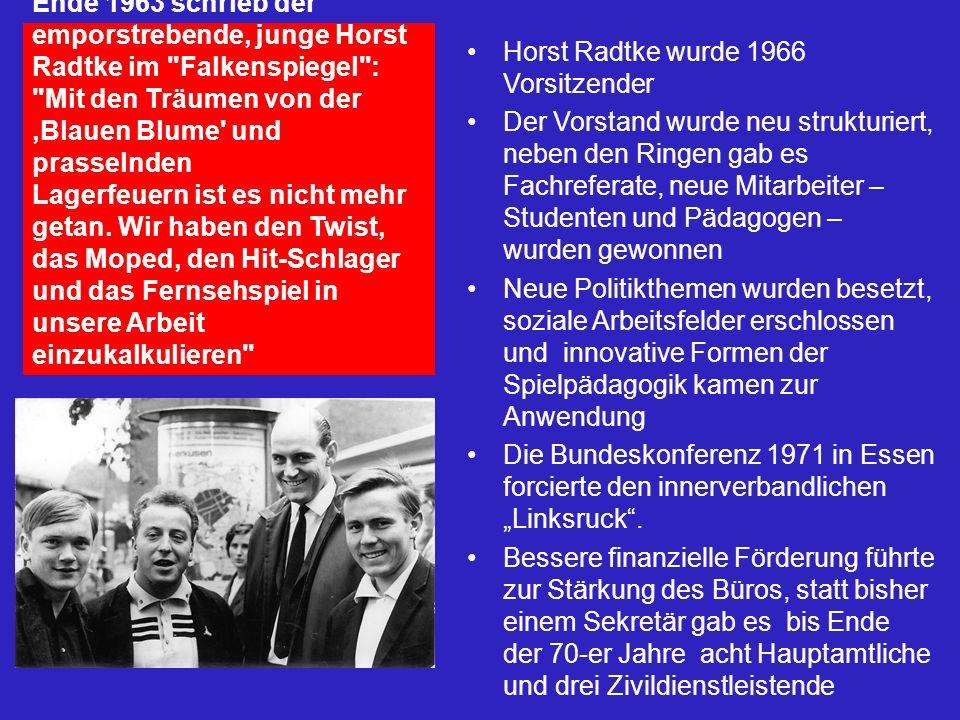 Ende 1963 schrieb der emporstrebende, junge Horst Radtke im Falkenspiegel : Mit den Träumen von der 'Blauen Blume und prasselnden Lagerfeuern ist es nicht mehr getan. Wir haben den Twist, das Moped, den Hit-Schlager und das Fernsehspiel in unsere Arbeit einzukalkulieren