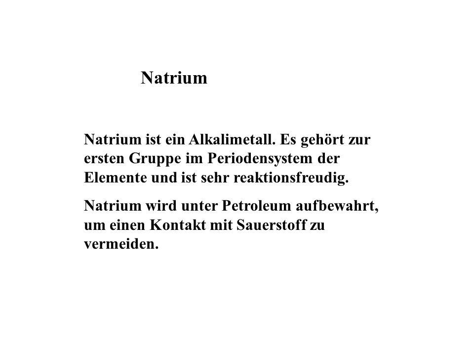 NatriumNatrium ist ein Alkalimetall. Es gehört zur ersten Gruppe im Periodensystem der Elemente und ist sehr reaktionsfreudig.