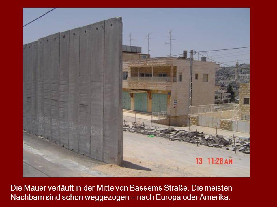 Die Mauer verläuft in der Mitte von Bassems Straße