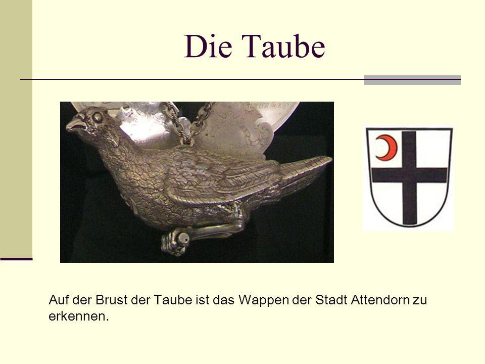 Die Taube Auf der Brust der Taube ist das Wappen der Stadt Attendorn zu erkennen.