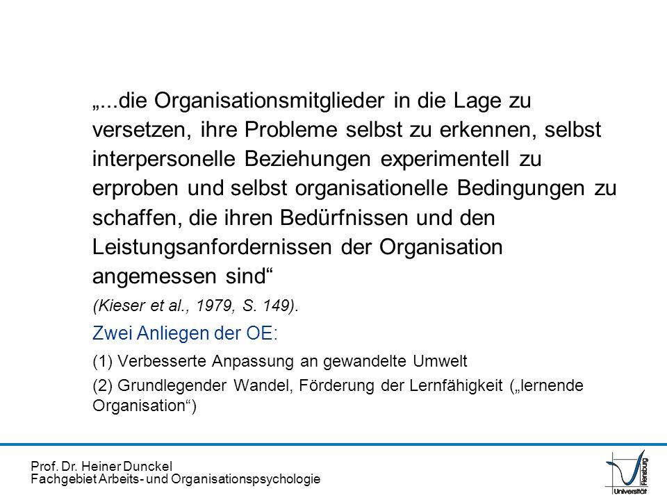 """""""...die Organisationsmitglieder in die Lage zu versetzen, ihre Probleme selbst zu erkennen, selbst interpersonelle Beziehungen experimentell zu erproben und selbst organisationelle Bedingungen zu schaffen, die ihren Bedürfnissen und den Leistungsanfordernissen der Organisation angemessen sind"""