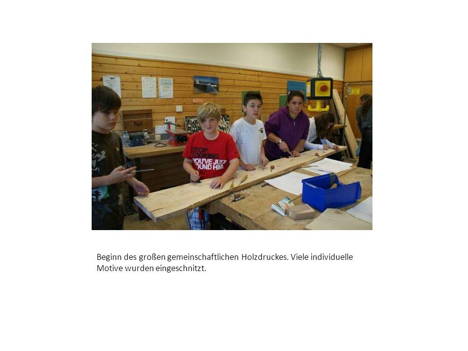 Beginn des großen gemeinschaftlichen Holzdruckes