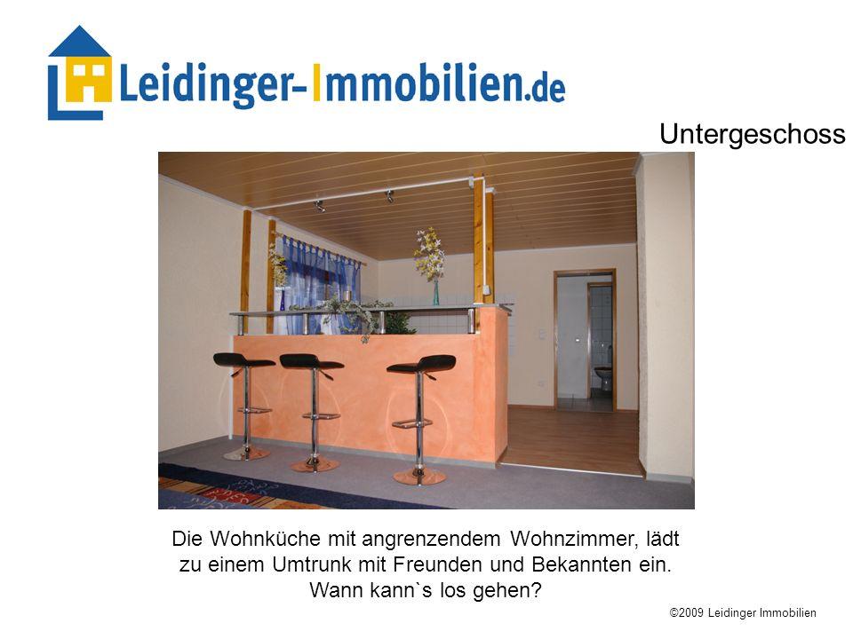 Untergeschoss Die Wohnküche mit angrenzendem Wohnzimmer, lädt zu einem Umtrunk mit Freunden und Bekannten ein. Wann kann`s los gehen