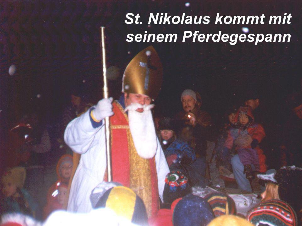 St. Nikolaus kommt mit seinem Pferdegespann