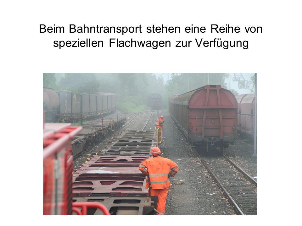 Beim Bahntransport stehen eine Reihe von speziellen Flachwagen zur Verfügung