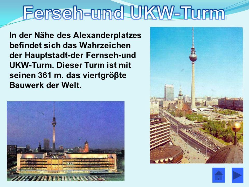 In der Nähe des Alexanderplatzes befindet sich das Wahrzeichen der Hauptstadt-der Fernseh-und UKW-Turm.