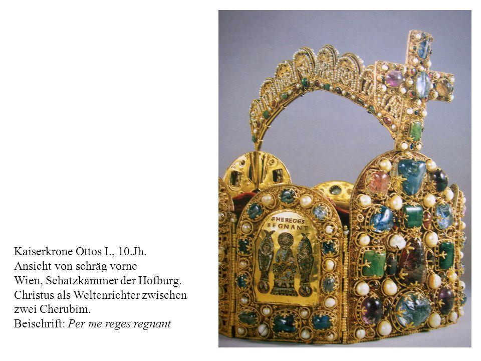 Kaiserkrone Ottos I., 10.Jh. Ansicht von schräg vorne. Wien, Schatzkammer der Hofburg. Christus als Weltenrichter zwischen.