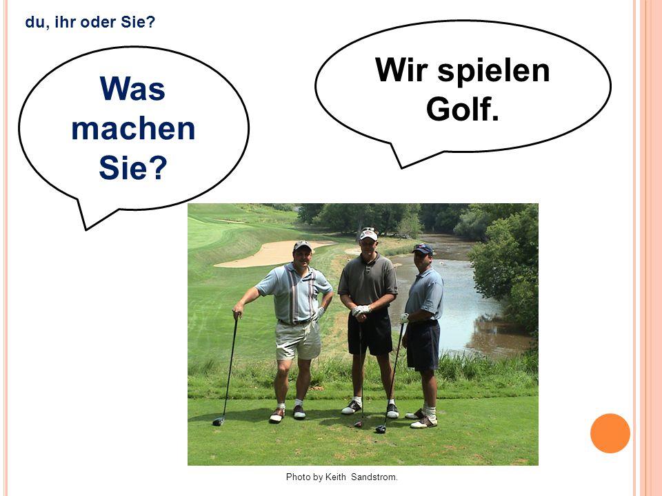 Wir spielen Golf. Was machen Sie