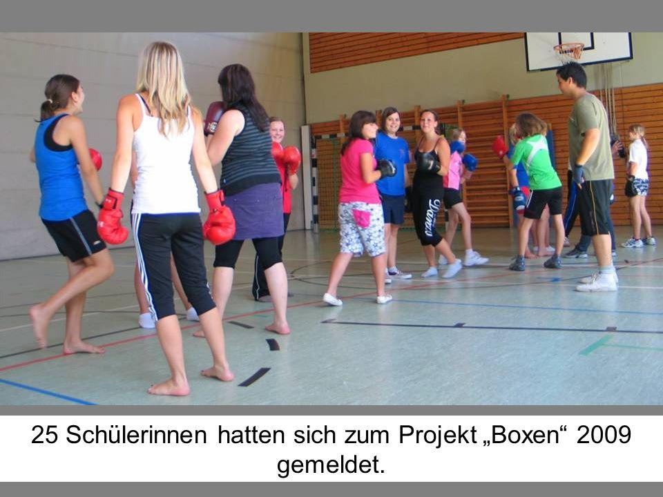 """25 Schülerinnen hatten sich zum Projekt """"Boxen 2009 gemeldet."""