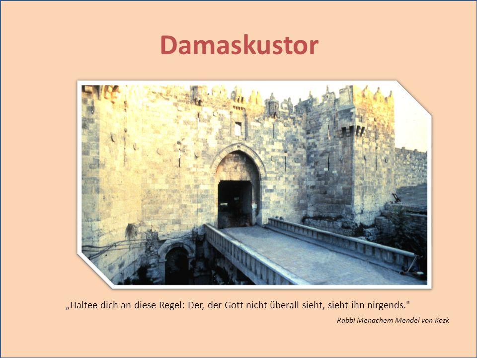 """Damaskustor """"Haltee dich an diese Regel: Der, der Gott nicht überall sieht, sieht ihn nirgends. Rabbi Menachem Mendel von Kozk."""