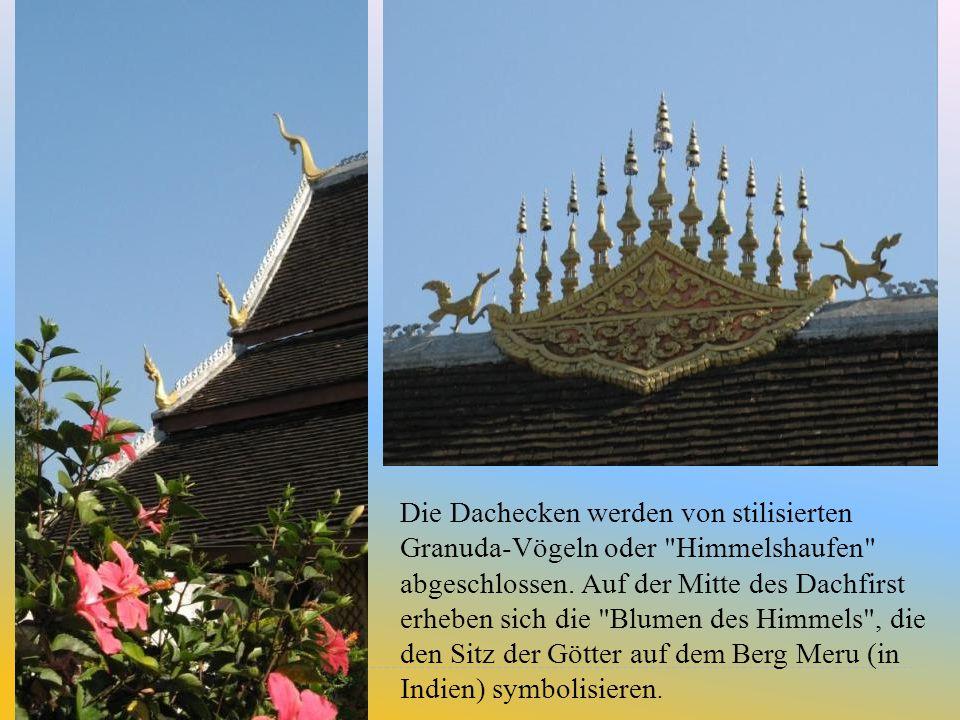 Die Dachecken werden von stilisierten Granuda-Vögeln oder Himmelshaufen abgeschlossen.