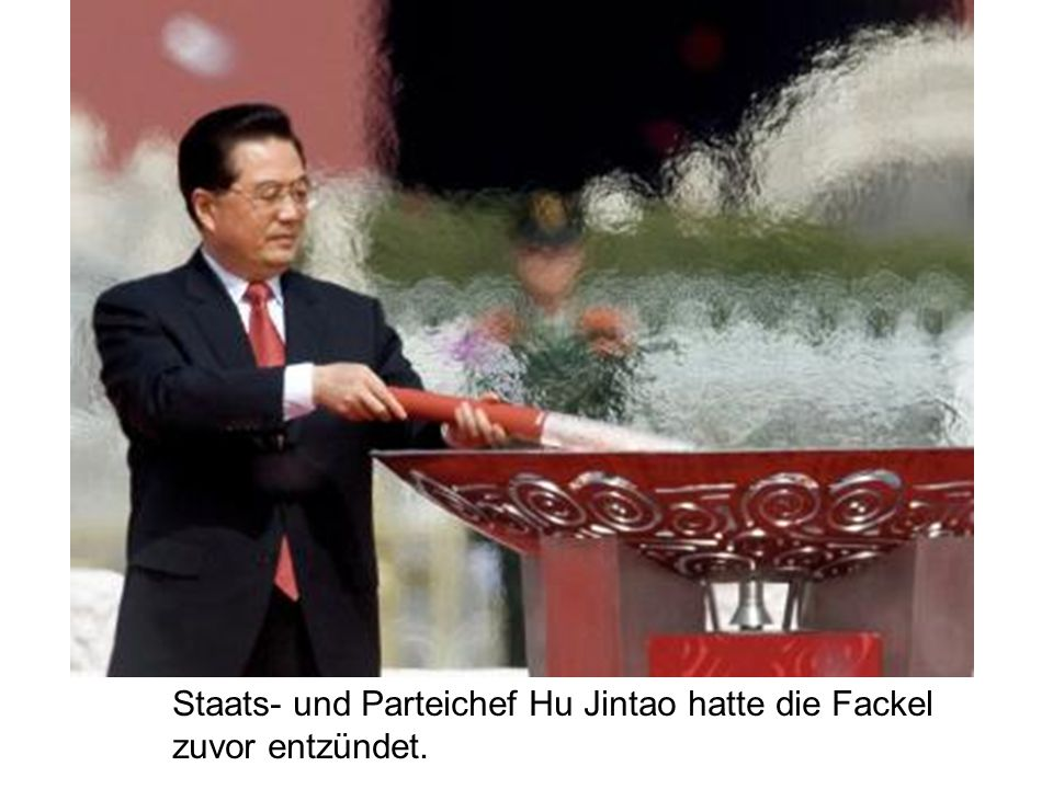 Staats- und Parteichef Hu Jintao hatte die Fackel zuvor entzündet.